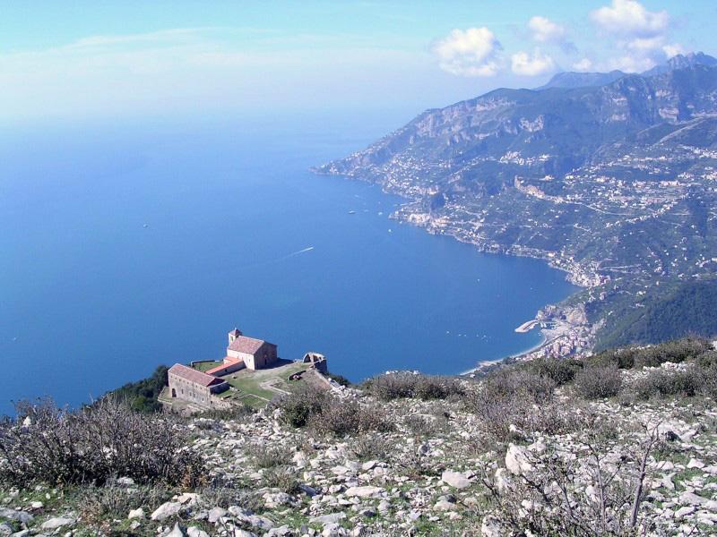 Il santuario dell avvocata vacanze in costiera amalfitana for Due giorni in costiera amalfitana